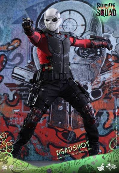 Hot Toys Suicide Squad Deadshot figure - mask on aiming