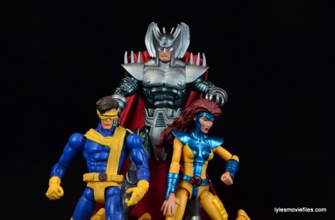 Marvel Legends Stryfe figure review - grabbing Cyclops and Jean Grey
