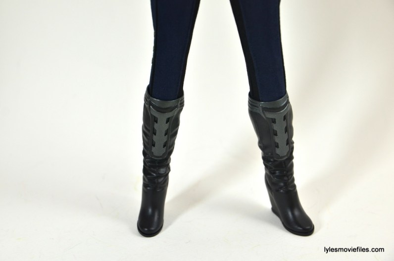 Hot Toys Maria Hill figure -boots close up