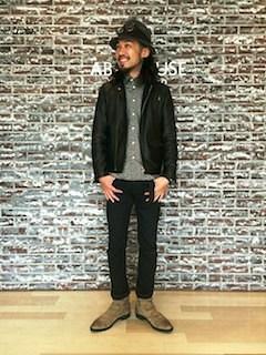 黒のレザージャケット×シャツ
