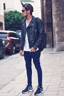 黒のレザージャケット×バックパック