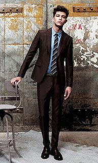 ネクタイとシャツは反対色で組み合わせる1