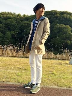 デニムパーカー×ベージュのステンカラーコート