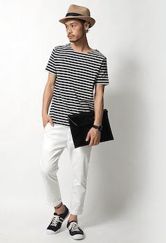 6ボートネックTシャツ×白デニムパンツ