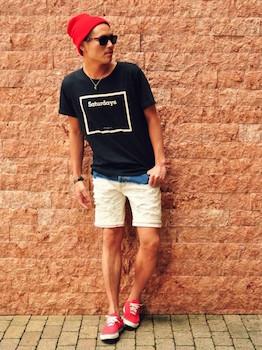 ウェリントンのサングラス×黒のTシャツ×ハーフパンツ