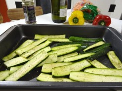 Halve or slice the courgettes (zucchinis)