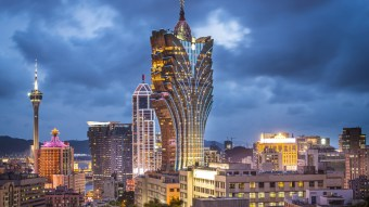 macau-grand-lisboa-hotel-gorgeous-architecture-2560x1440