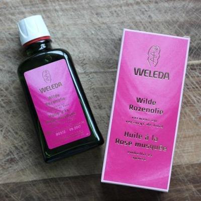 Ik gebruik Weleda rozenolie voor mijn haar en gezicht