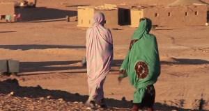 نساء بمخيمات تندوف
