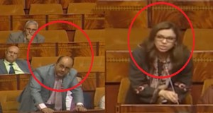 """نواب برلمانيون يرفعون شعار """"المغرب ماشي مزبلة"""""""