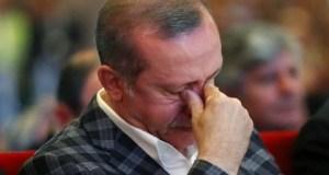 فيديو مؤثر : أردوغان يذرف الدموع وسط تكبيرات الشعب التركي