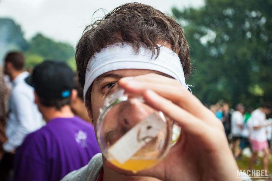 Bebiendo sidra asturiana