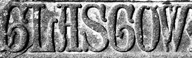 El nombre de Glasgow escrito en una lápida funeraria