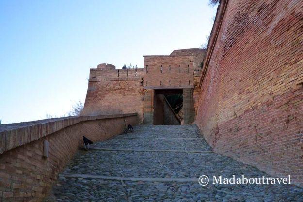 Entrada al castillo templario de Monzón
