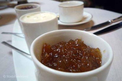 Mermelada casera y clotted cream