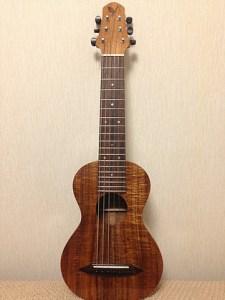 SH GUITARS UGS-503 ウクレレみたいやけど、弦が6本あるギタレレです。 レコーディングや写真で登場しています。