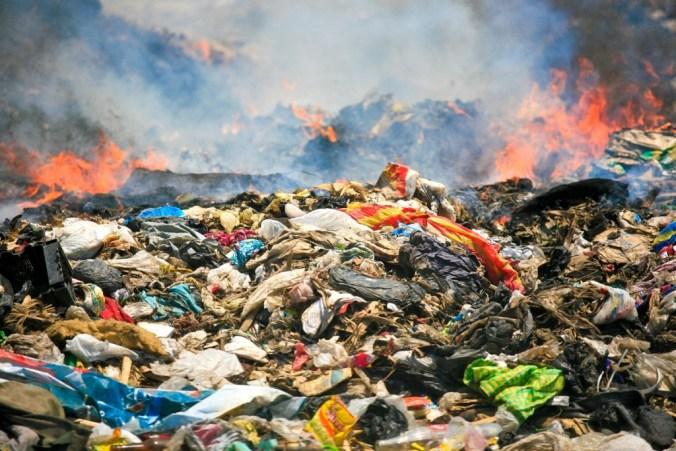 ecomafia, rifiuti bruciati