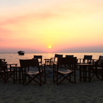 Unwind at the end of a busy, activity-filled day with sundowners on the beach © Mbali Mbali