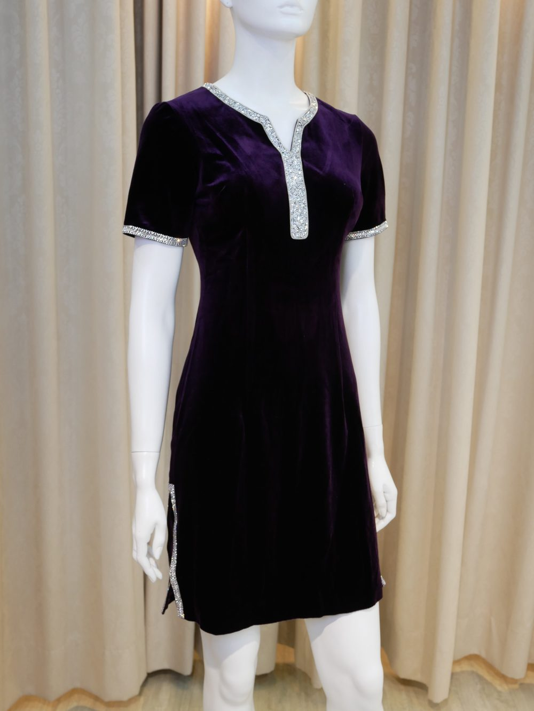紫色,絨布,亮鑽,V領,短袖,旗袍,短旗袍,改良式旗袍,短版禮服,小禮服,媽媽禮服,婆婆禮服,主婚人,台北媽媽禮服, ,媽媽裝禮服,媽媽宴客禮服,媽媽晚宴服