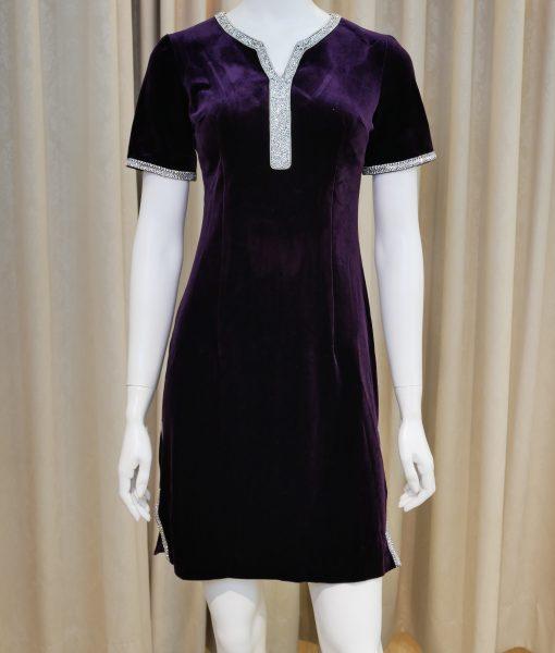 (台北媽媽禮服)S1紫色絨布亮鑽滾邊開低衩V領短袖改良式短旗袍