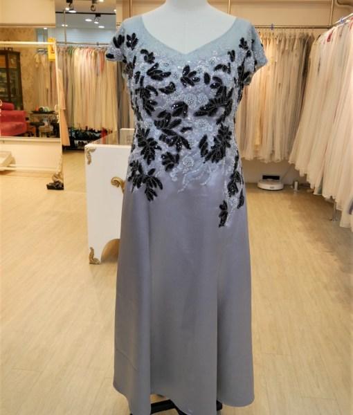 (台北媽媽禮服)MK41大尺碼銀灰緞面亮片珠工貼花長禮服