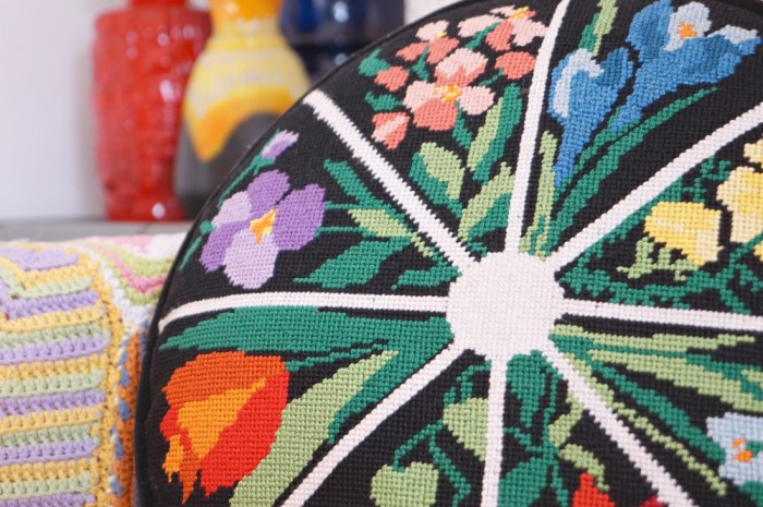 pillow-round-black-colorful-Vintage-floral-needlepoint