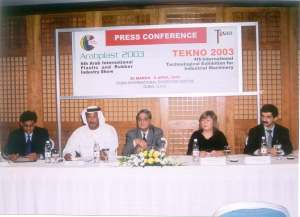 DUBAI-nisan2003-plastikmakinafuarı-basıntoplantısı