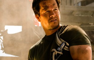 Mark-Wahlberg-Transformers-Age-of-Extinction-Blu-ray