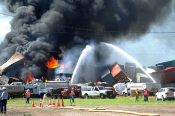 AP_Train_Collision_Texas_er_160629_12x5_1600-1200x501