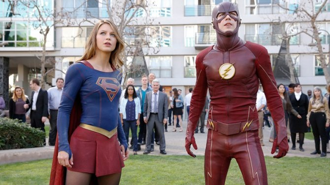 "Supergirl -- ""Worlds Finest"" -- Image: SPG118_2740 -- Pictured (L-R): Melissa Benoist as Kara/Supergirl and Grant Gustin as Barry/The Flash -- Credit: Robert Voets/Warner Bros. Entertainment Inc. © 2016 WBEI. All rights reserved."