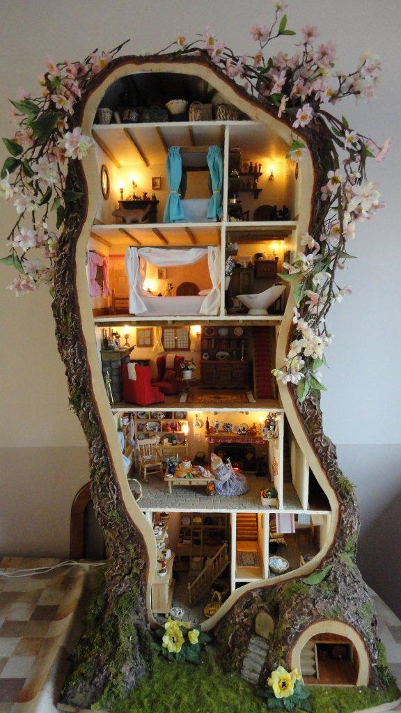 tree dollhouse