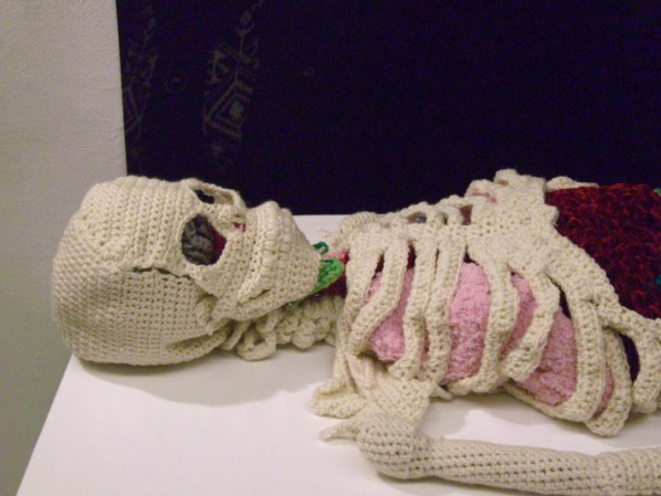 knitted-skelleton-Papp-1