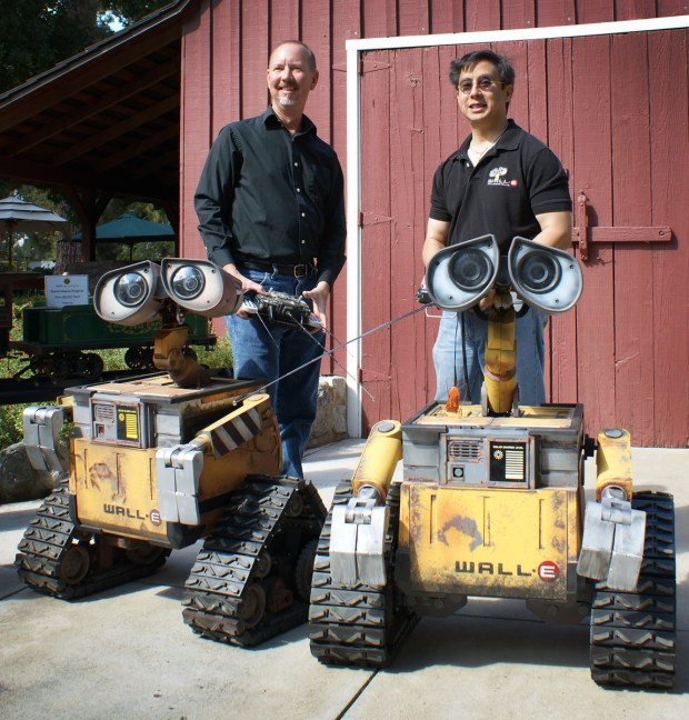 This was a three year build aimed at making an exact, hand made, animatronic replica of the robot WALL-E, from the film of the same name.