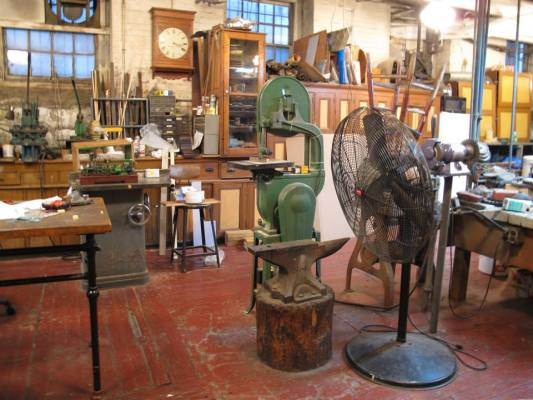 What a nice old machine shop. That anvil looks like a 100 pounder.