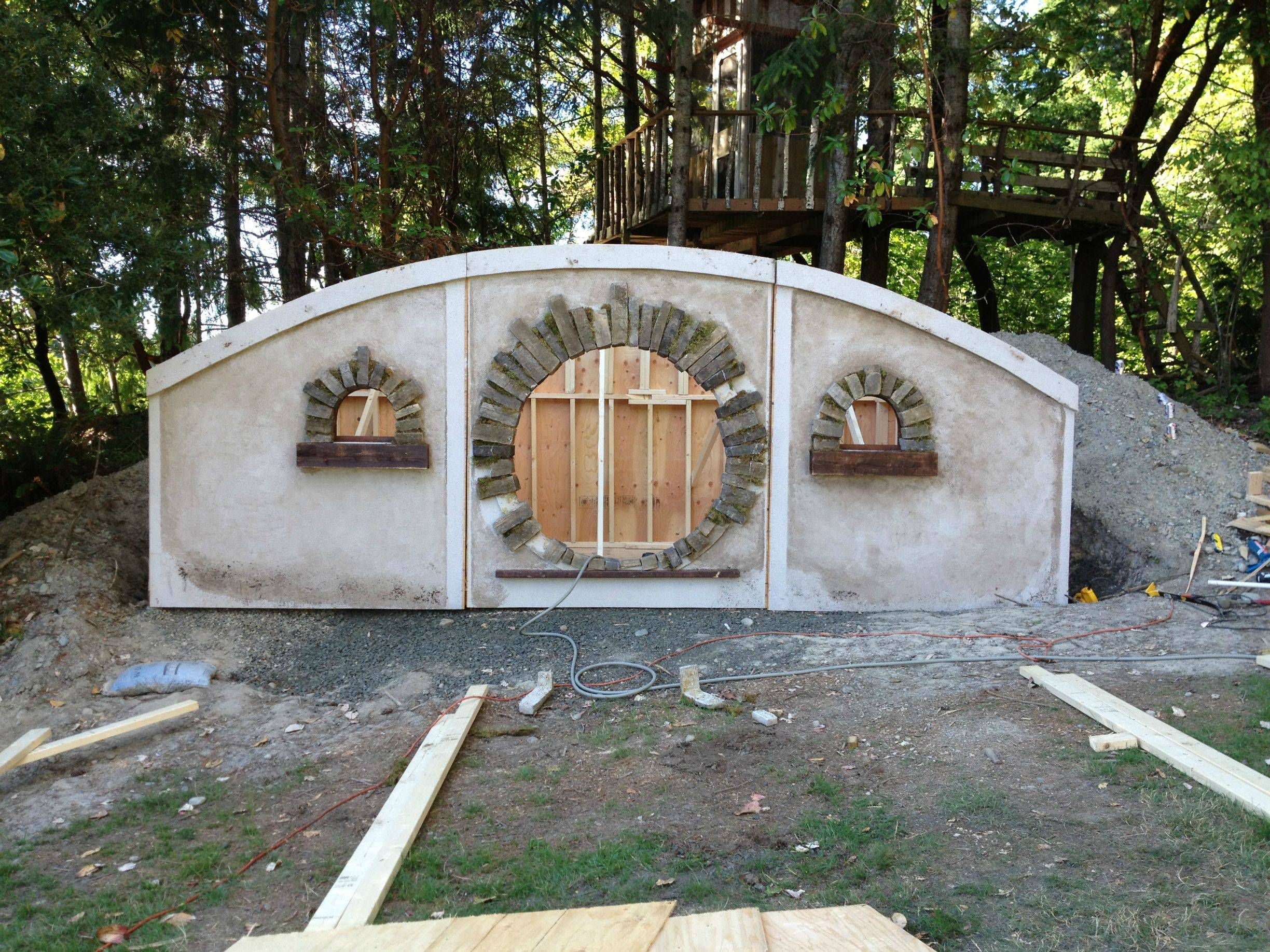 The Construction Of A Hobbit Hole Make Diy Projects