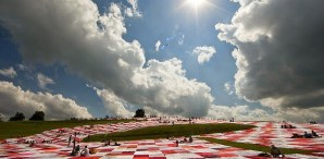 BIGNIK: A Participatory Art Project With A Massive Picnic Blanket