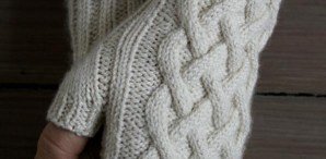 Spring Knits: Traveling Cable Hand Warmers