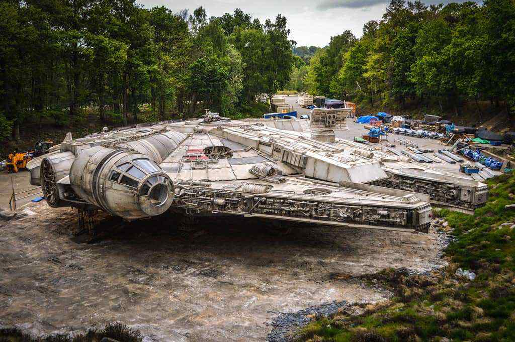 Beautiful photos of the Falcon and set from Star Wars: Episode VIII!