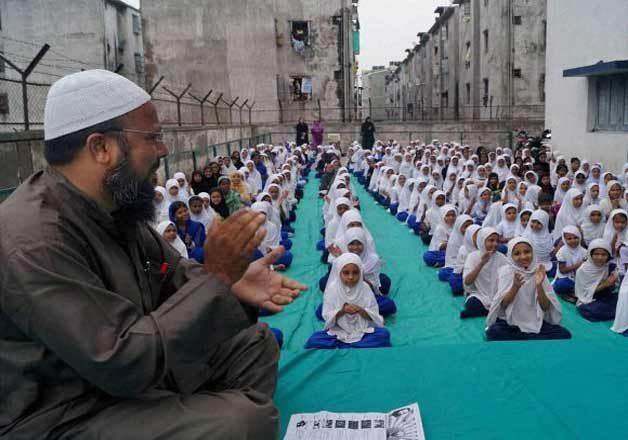 IndiaTv8a74b8_MUSLIM-TEACHER