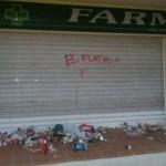 Multada con 630 euros la joven que realizó pintadas en la farmacia de Bauzá