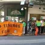 'Afectados por la Hipoteca' exigen ante al Parlament una ley de vivienda digna