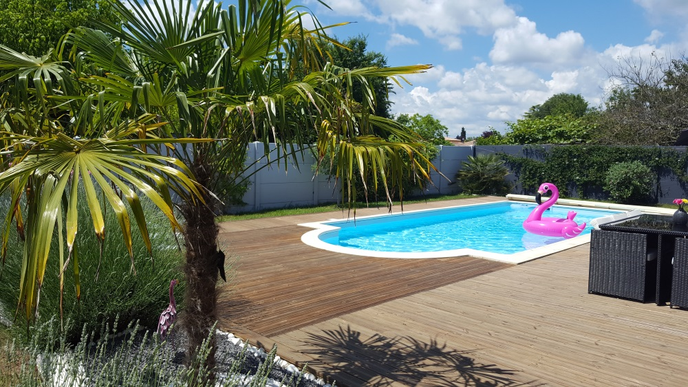 Decoration autour de la piscine cool amazing amenagement deco pour une piscine hors sol orleans - Deco autour piscine ...