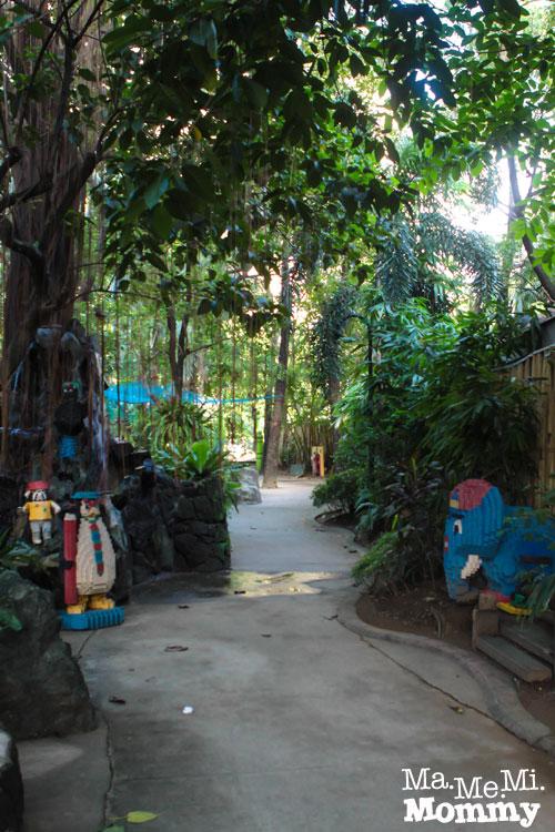 Kinder Zoo Path