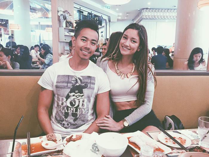 couple eating at tim ho wan bangkok