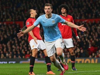 Man-United-v-Man-City-Edin-Dzeko-of-Mancheste_3107631