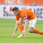 worries-over-van-persie-s-knee-injury-ahead-of-wc