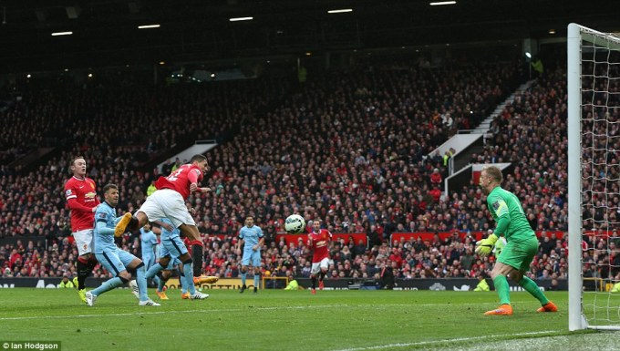 277EB24700000578-3035938-Smalling_showed_his_hunger_to_beat_a_lethargic_City_defence_to_Y-a-71_1428859445372