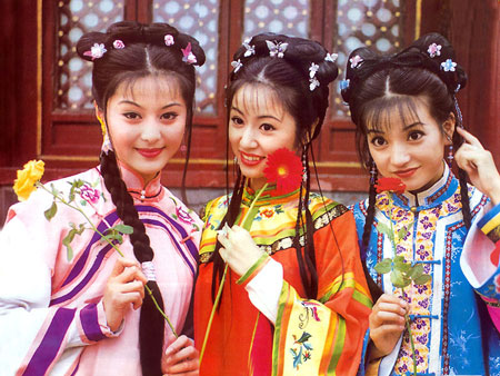 A screenshot from the TV series Princess Pearl showing three young women