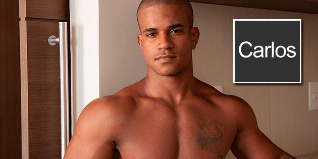 """Simplemente """"Carlos""""… nuevo hunky twink en el porno gay"""