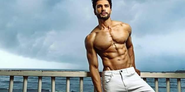 Un indio es el hombre más guapo del mundo